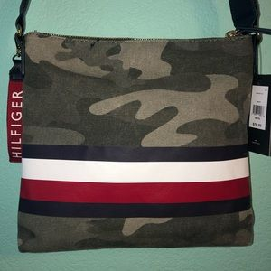 CAMO TOMMY HILFIGER PURSE!!! NEVER USED!